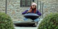 İranda çalamadığı enstrümanla Antalya sokaklarında harçlığını topluyor