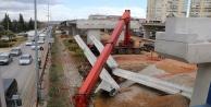 40 tonluk beton kirişi taşıyan vincin bomu kırıldı