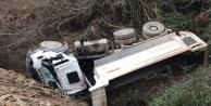 Alanyada kamyonet dereye uçtu: 1 ağır yaralı!