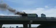 Köprülü kavşakta hareket halindeki cam yüklü tır yandı