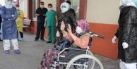 Komşuda hastanede ziyaret ettiği oğlundan virüs kapan 83 yaşındaki Ayşe Nine korona savaşını kazandı