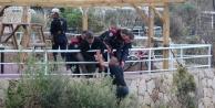 Polis, çiçek sözüyle intihardan vazgeçirdi