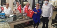 Alanya MHP, Türk Bayrağı ve maske dağıttı