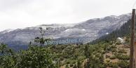 Alanya#039;nın yaylalarında vatandaş bayram sabahına karla uyandı