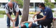 Polis, düşüp başını kaldırıma çarpan genç için seferber oldu