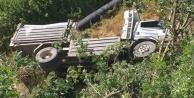 Alanya#039;da kamyon uçuruma yuvarlandı