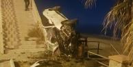 Alanya#039;da kontroldan çıkan otomobil üst geçide çarparak durabildi