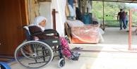 Odasından çıkamayan Zeynep nineye tekerlekli sandalya sürprizi