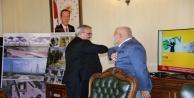 Vali Karaloğlu ve Başkan Şahin#039;den dirsek temaslı selam