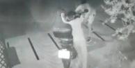 Acemi hırsızın güldüren halleri kamerada
