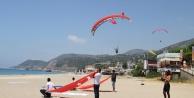 Alanya#039;da 15 Temmuz şehitleri gökyüzünde Türk Bayrağı açarak anıldı