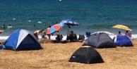 Alanya#039;da tatilciler çadırı tercih etti, sahiller çadır kente dönüştü