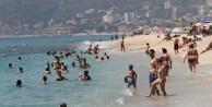 Alanyalılar bayramın ilk günü denize akın etti