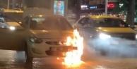 Alanya#039;da hareket halinde otomobil alev alev yandı
