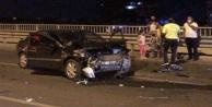 Alanya#039;da bariyerlere çarpan otomobil hurda yığınına döndü
