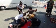 Kadın sürücü çarptığı genç kızın başından ayrılmadı
