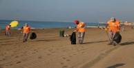Temizlik işçilerinden tatilcilere çöp dolu poşetle mesaj