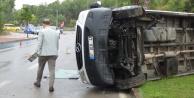 7 kişinin yaralandığı servis kazası sonrası araç plakasını ve otelin tabelasını sökme yarışı
