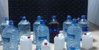 Alanya#039;da şüpheli araçtan litrelerce sahte içki çıktı