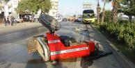 Antalya#039;da tur otobüsüyle traktör çarpıştı: 2 yaralı