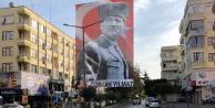 Dev Atatürk posteri ilgi çekti