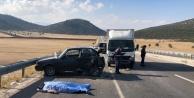 Kamyonetin arkadan çarptığı otomobil sürücüsü hayatını kaybetti