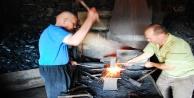 70 yıldır ata yadigarı demircilik mesleğini sürdürüyor
