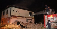 Akaryakıt istasyonu yanındaki metruk binada korkutan yangın