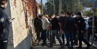 Darp ettikleri şahsı alıkoyan 12 kişi gözaltına alındı