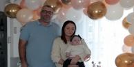 Alanya#039;da  İsveçli çiftin 910 gram dünyaya gelen bebekleri Alicia savaşı kazanıp 1 yaşına girdi
