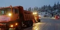 Alanya-Konya karayolunda kar kalınlığı 15 santime ulaştı
