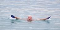 Antalya#039;da soğuğa inat deniz keyfi