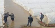 Antalya#039;da taşan dere ekili alanları su altında bıraktı