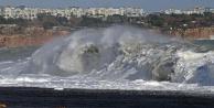 Antalyada fırtına sonrası inanılmaz görüntüler