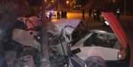 Kontrolden çıkan otomobil direğe çarptı: 1 ölü var