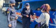 Alanya#039;da jandarmadan kadınlara jest