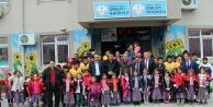 249 çocuğu tepeden tırnağa giydirdi