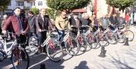 Büyükşehir muhtarlara bisiklet dağıttı