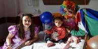 Hasta çocuklara palyaço sürprizi
