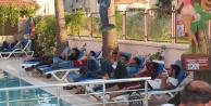Havuz başında yasadışı göçmen operasyonu
