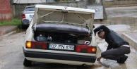 Aşırı yağış sonrası yollarda göçük oluştu, araçlar mahsur kaldı