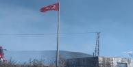 Türk Bayrağı için tüm mahalleli seferber oldu