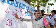 Kadınlar Al yazma Anıtına İz bıraktı