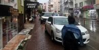 Trafikte kaldırım işgalleri önlenemiyor