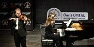 Cihat Aşkın ve Mehru Ensari'nin 'Minyatürler' le sahnedeydi