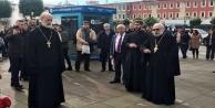 Karlov kalabalık bir törenle anıldı