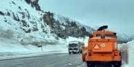 1825 metre rakımda karla mücadele devam ediyor