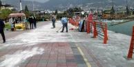 Alanya Belediyesi yağmurun izlerini siliyor