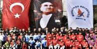 Başkan Uysal minik futbolcularla buluştu