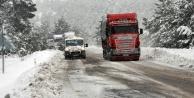 Konya'ya gidecekler dikkat! Kar yolları yeniden kapattı